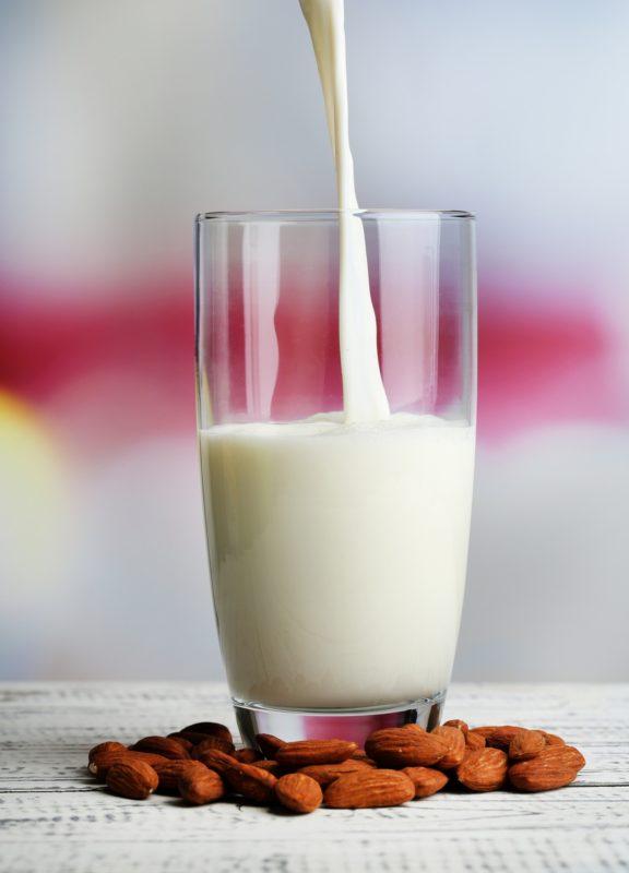 lait d 39 amande d couvrez notre recette avec un extracteur de jus. Black Bedroom Furniture Sets. Home Design Ideas