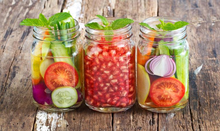 Faire une cure jus détox ou minceur avec des jus frais de fruits et légumes
