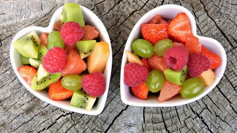 fruit pour jus de fruits avec une centrifugeuse